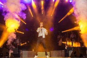 Turkcell Yıldızlı Geceler konserlerinde Murat Boz Turkcell Yıldızlı Geceler Murat Boz